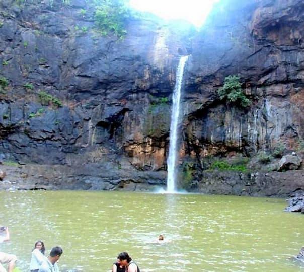 Day Trip to Jawhar, Dabhosa, and Kalmandvi Waterfall