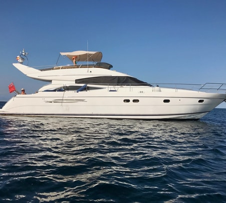 Luxury Yacht Experience in Mumbai