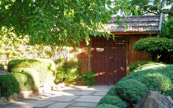 1464869326_himeji_gardens_gate.jpg