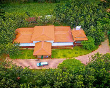 Lakeside Homestay with Swimming Pool and Adventures, Sakleshpur