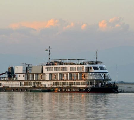 Houseboat Cruise in Guwahati