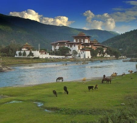 6 Days of Sightseeing Tour around Bhutan
