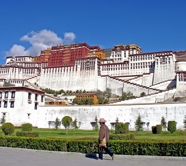 Trek to Yangpa Chen Nunnery in Tibet