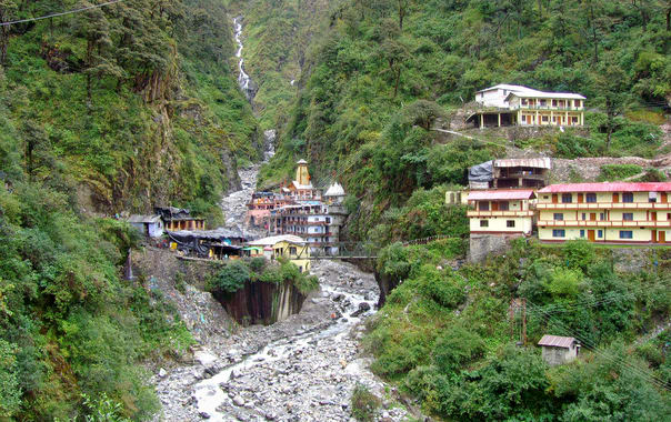 1488818172_1920px-yamunotri_temple_and_ashram.jpg