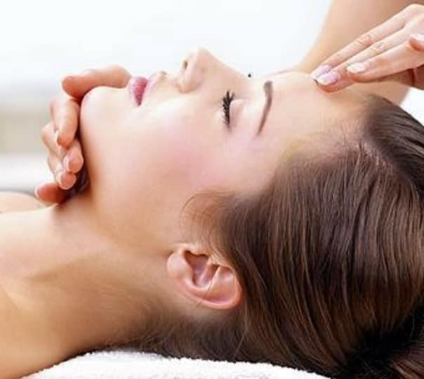 Foot and Head Massage For Couples in North Goa