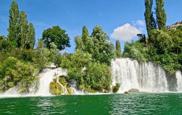 1462529250_waterfall-505506_960_720.jpg