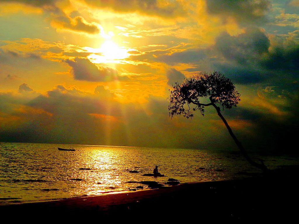 1502962731_andaman_honeymoon_sunrise.jpg