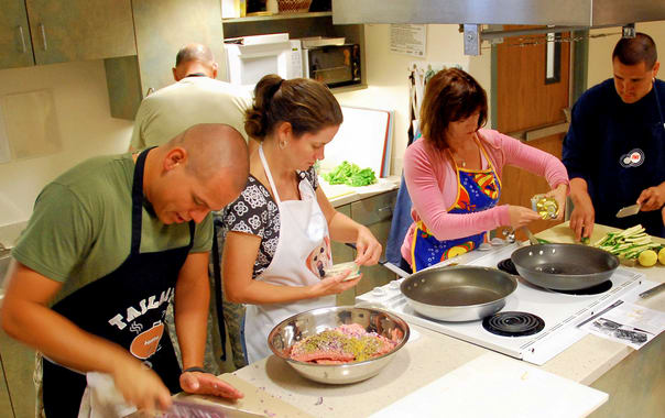 1462364209_us_navy_090818-n-6326b-001_staff_and_patients_participate_in_a_healthy_cooking_class_at_naval_medical_center_san_diego.jpg