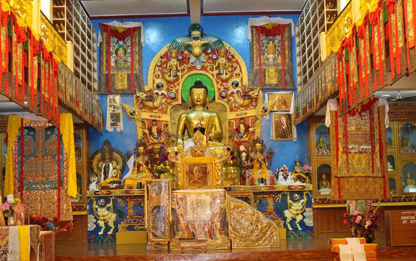 1526475562_dhakpo-shedrupling-monastery-1.jpg