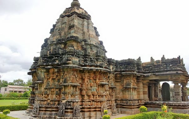 1333-kalleshvara-temple-1057-ad-at-hire-hadagali-karnataka.jpg