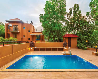 Luxury Homestay with In-house Pool in Wada