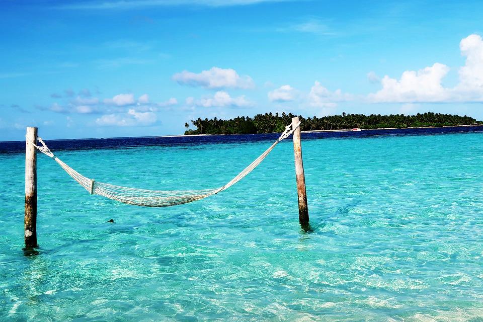 1503066531_maldives_couple_1.jpg