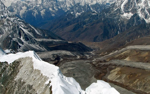 Nepal_-_island_peak_-_022_-_looking_down_the_valley_and_lhotse_gl_to_chukkhung_(4435479954).jpg