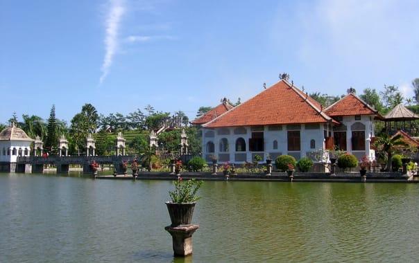 1470997513_ujung_water_palace_-_main_building.jpg