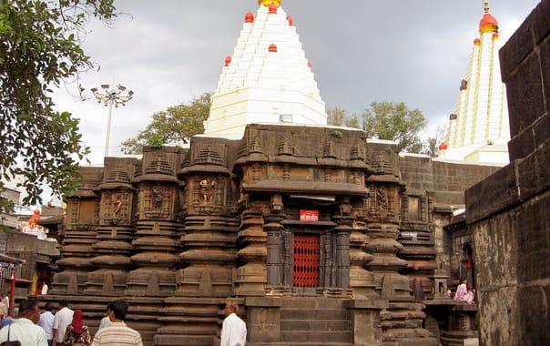 1524228937_mahalakshmi_temple__mumbai.jpg