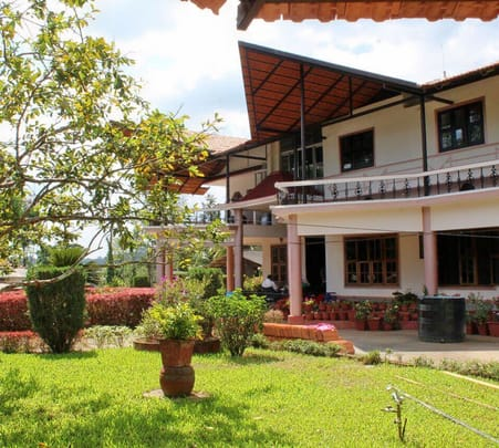 Amazing Riverside Homestay in Coorg - Flat 21% off