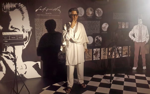 1575549761_satyajit_ray_at_mother's_wax_museum__calcutta.jpg