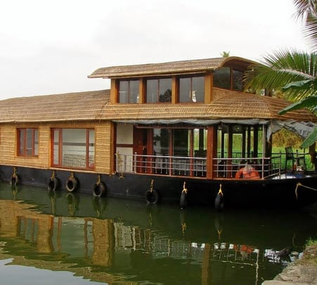 One Day Kumarakom Houseboat Package
