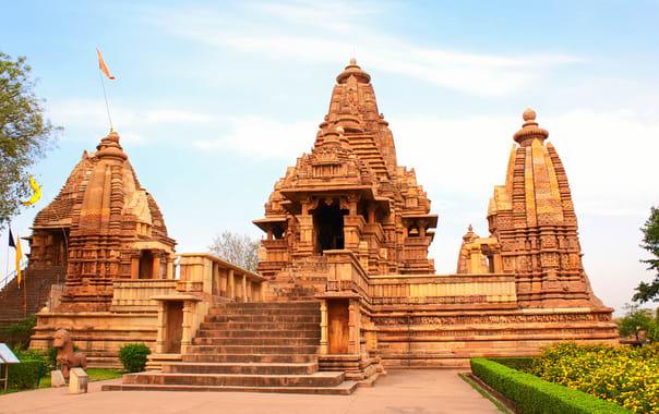 1532087052_lakshmana_temple_khajuraho.jpg