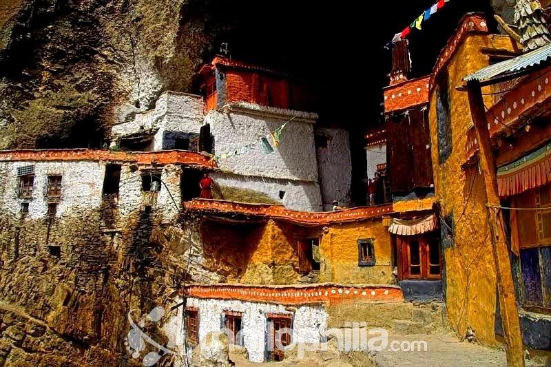 Phuktal-gompa-2__ladakh.jpg