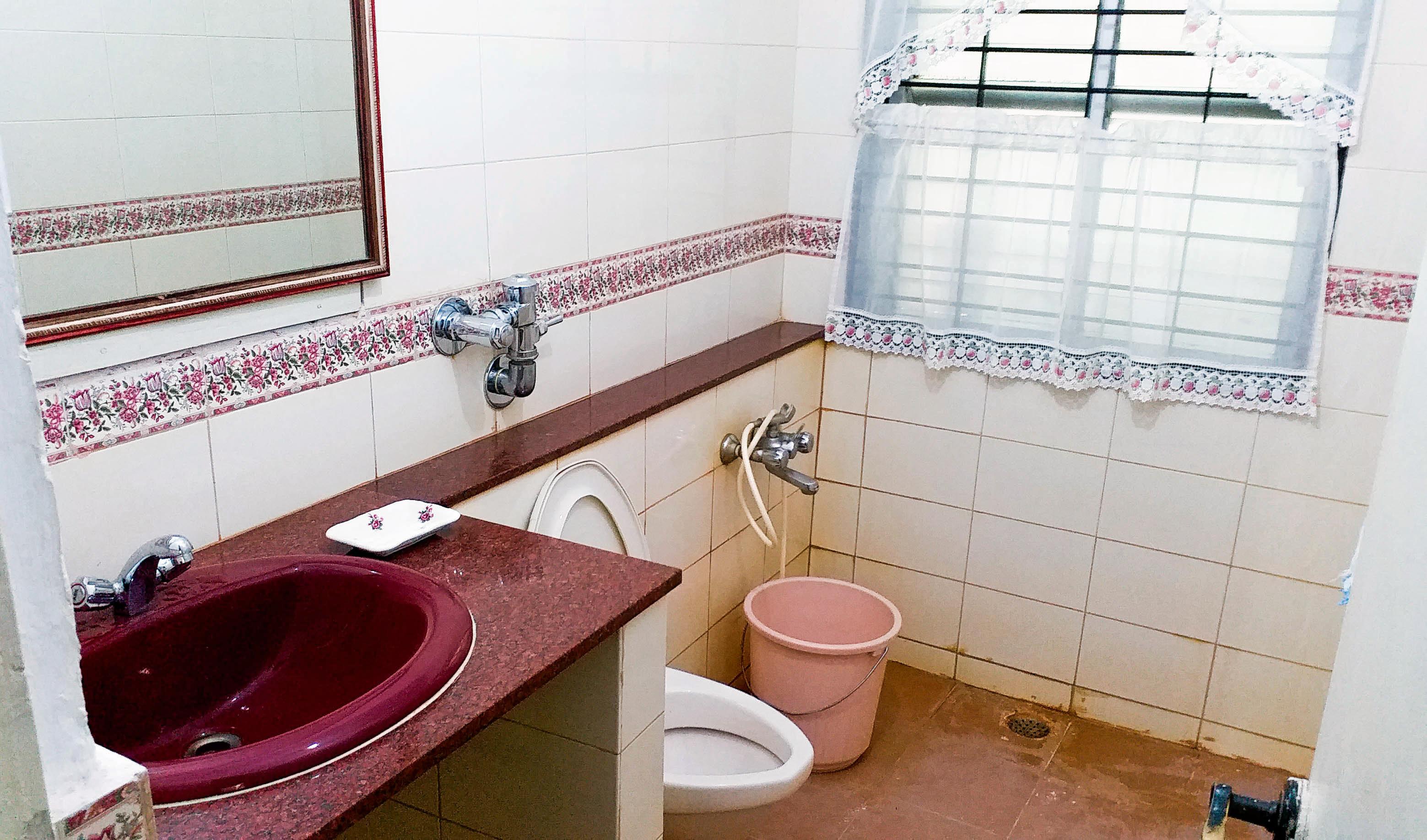1559379047_bedroom1b_ivrqo8.jpg