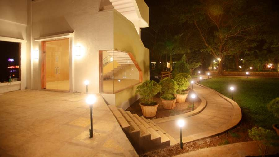 1467368342_facade_kamath_residency_mumbai_s7tami.jpg