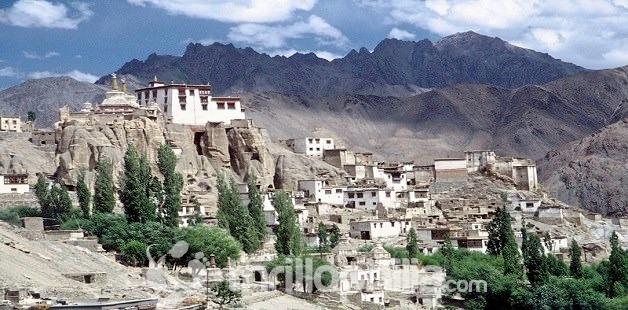 Lamayuru_gompa_ladakh.jpg
