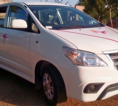 Rent a Toyota Innova in Mumbai