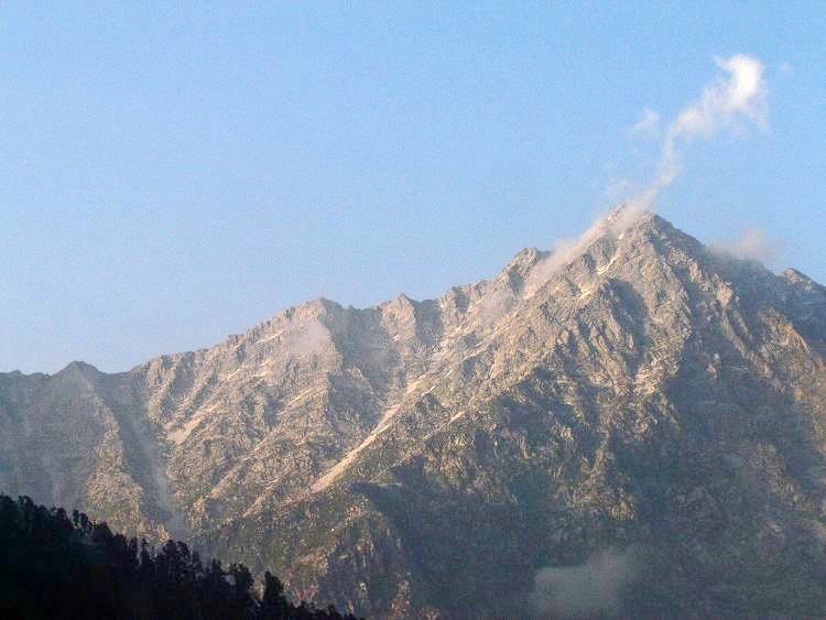 Indrahar_pass_trek_(1).jpg