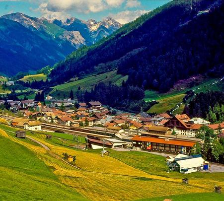 Austria Honeymoon Tour: Feel the Wonders of Love