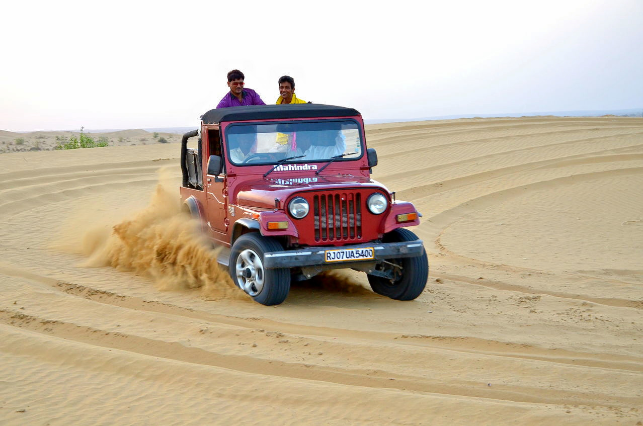 1510231931_jeep_safari_jaisalmer.jpg