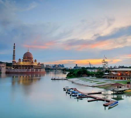 Putrajaya Sightseeing Tour, Kuala Lumpur @ Flat 15% off