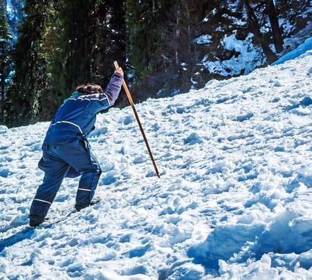 Skiing in Manali Solang Nallah - Flat 23% Off