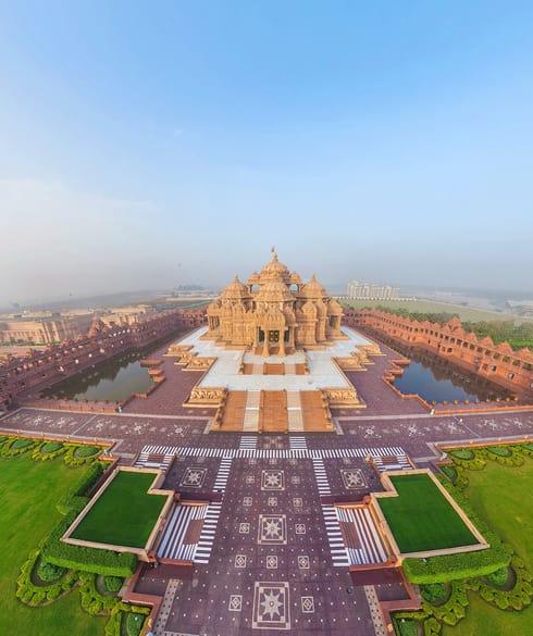 Akshardham_temple_delhi-wide.jpg