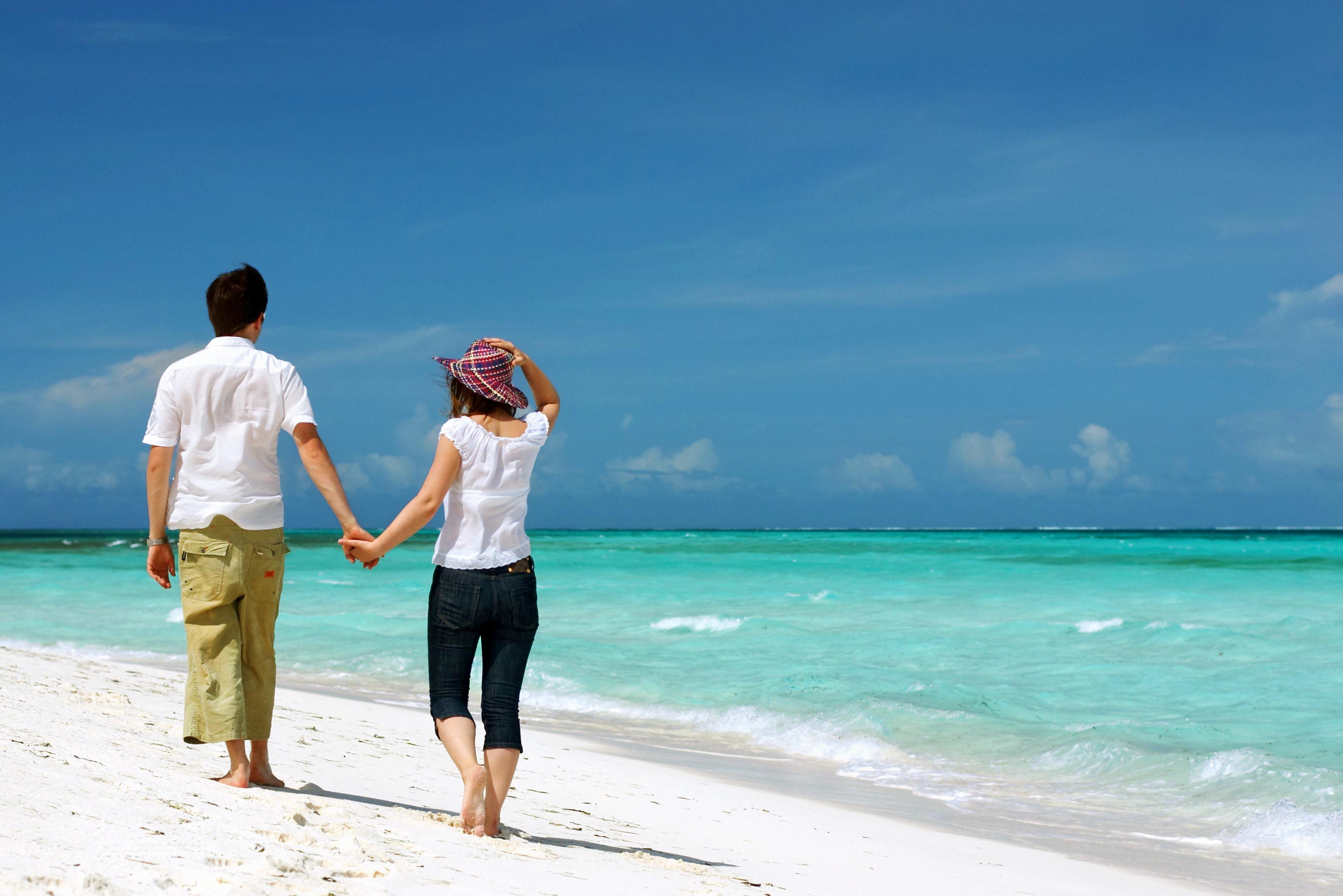 1502973699_andaman_honeymoon_couple.jpg