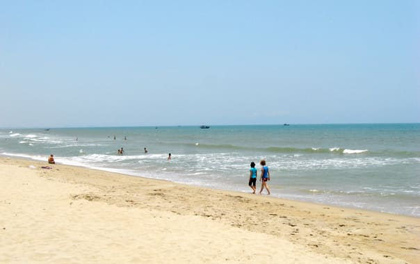 1467700132_cua_dai_beach_01.jpg