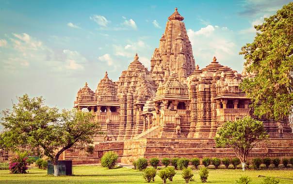 1532086957_kandariya_temple.jpg