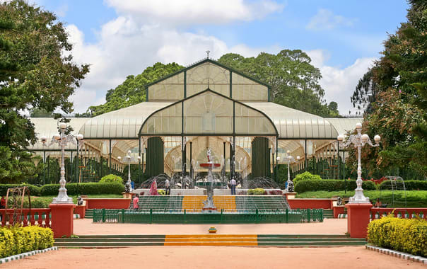 1524125878_glasshouse_and_fountain_at_lalbagh.jpg