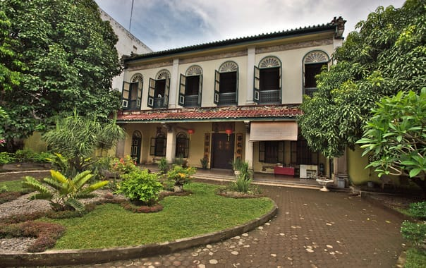 1480652466_skewed_front_view__tjong_a_fie_mansion__medan.jpg