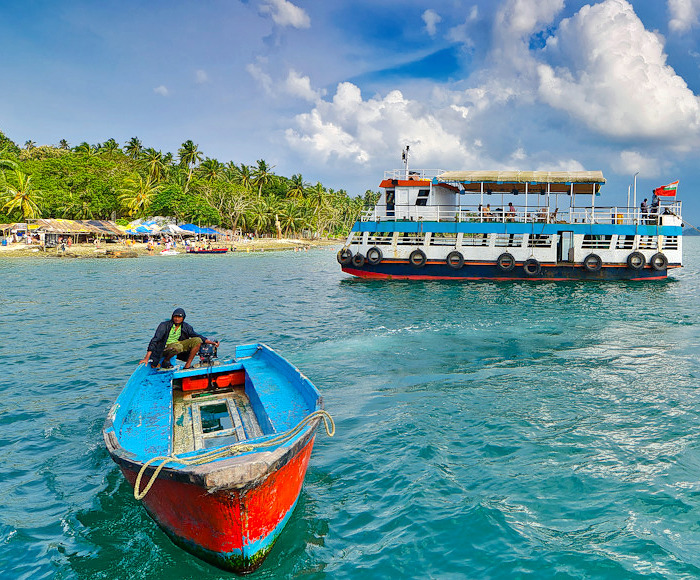 1502974015_andaman_honeymoon_boating.jpg