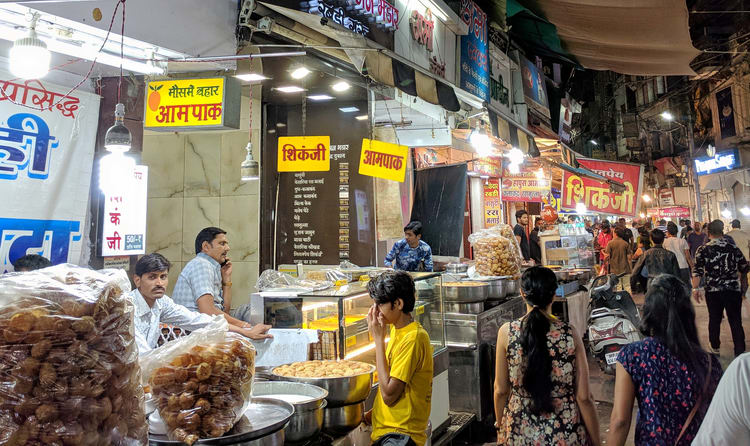 a visit to indore is incomplete without serving your taste buds with the food delights of the popular sarafa bazaar the market saw its origin some hundred