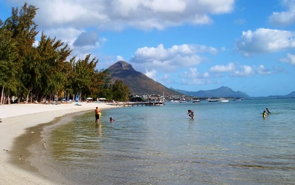 1463646619_public_beach__flic_en_flac__mauritius_002.jpg