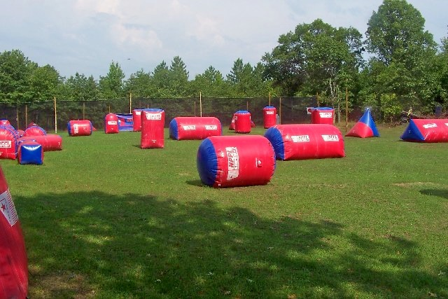 Inflatable_paintball_bunkers.jpg