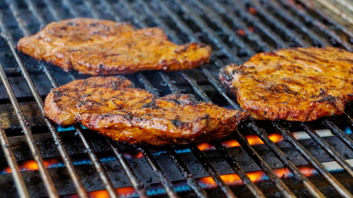 1512562122_steak_barbecue_food_grill_bbq_meat_fire_flame-716950.jpg!d