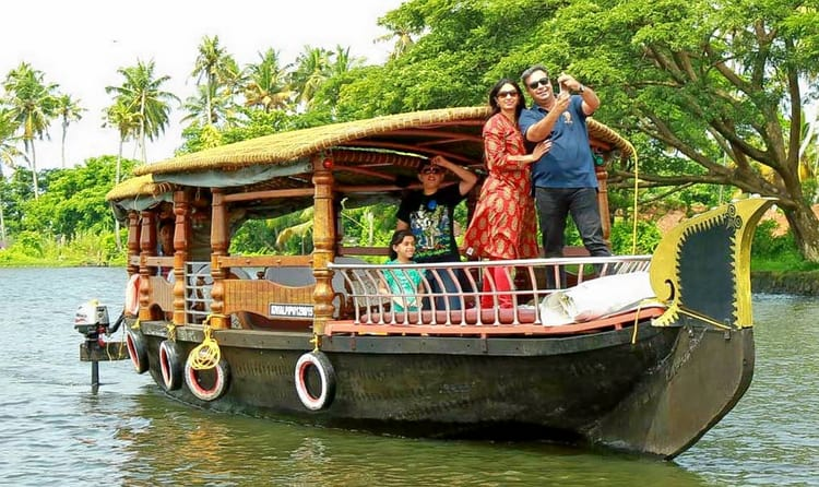 Experience Shikara Ride In Backwaters