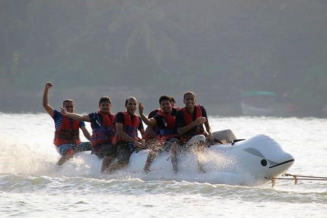 Crazy_yatra_banana_boat_1.jpg