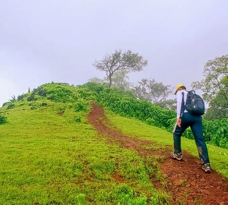Trek to Takmak Fort