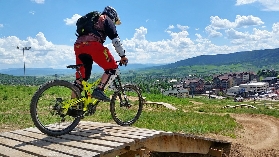 1526635477_mountain-biking-2006831_960_720.jpg