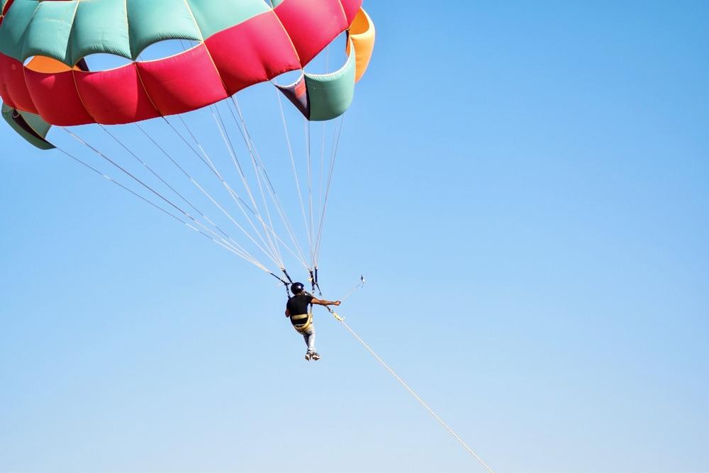 1544176092_parasailing.jpg