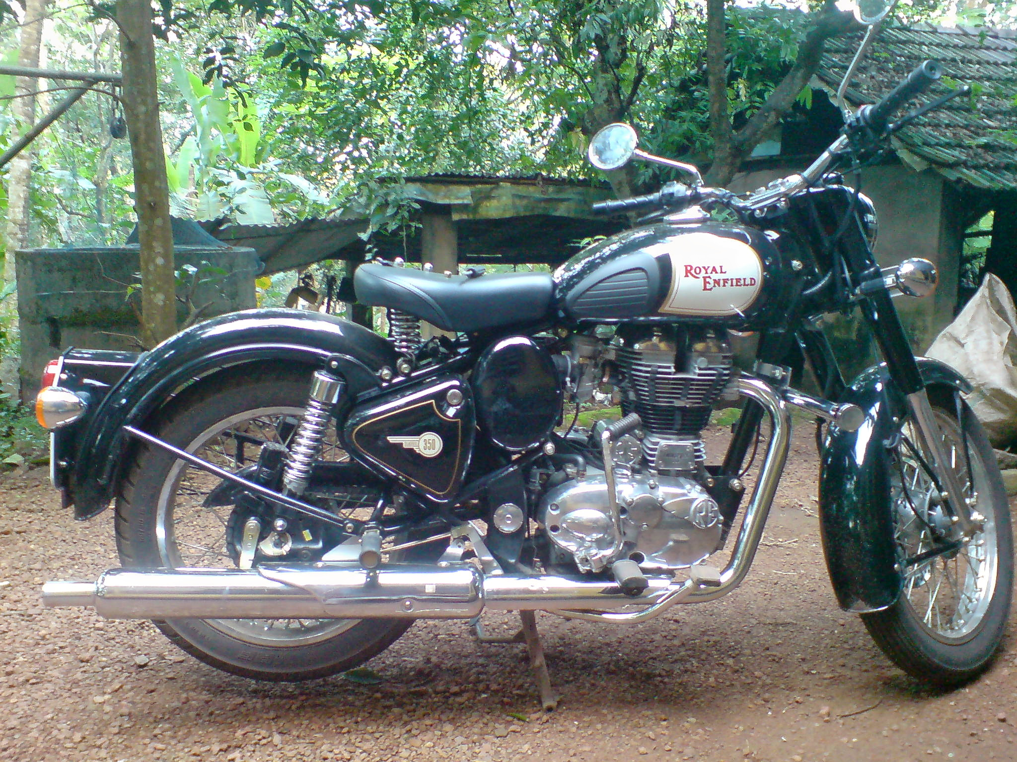 1559809939_royal_enfield_classic_350_2010_model.jpg